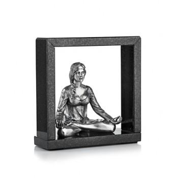 Скульптура  Медитирующая девушка